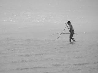 Dona Vera fishing in Bahia. Photo by Laura Honda
